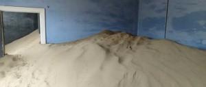 Sanden tränger in i husen